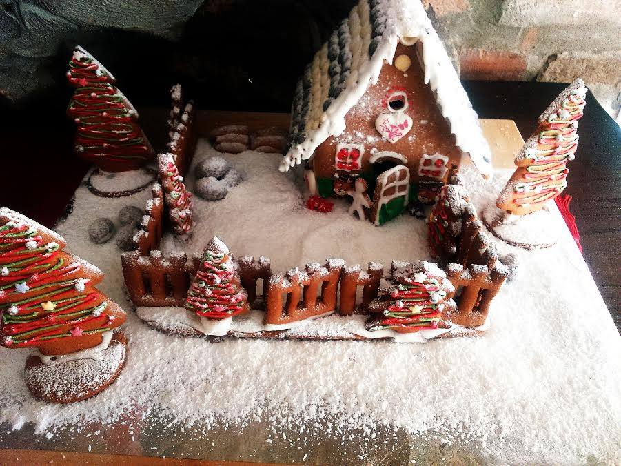 Kućica od medenjaka, domaći gingerbread house - Grakni.HR